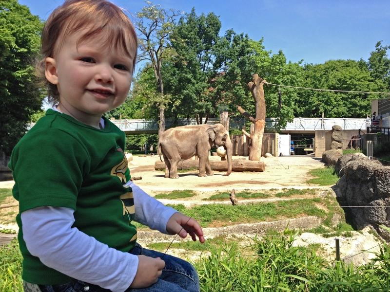 Vater-Tochter-Ausflug in den Zoo